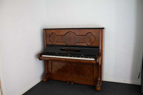 Lillering Forsamlingshus - Klaver